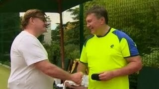 Евгений Киселев с Виктором Януковичем на теннисном корте