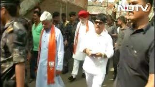 Bhatpara पहुंची BJP सांसदों की टीम, भीड़ को काबू करने के लिए करना पड़ा लाठीचार्ज