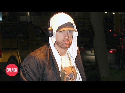 Eminem Uses Tinder to Meet Women | Daily Celebrity News | Splash TV