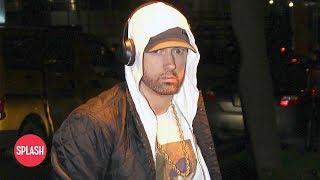 Video Eminem Uses Tinder to Meet Women   Daily Celebrity News   Splash TV download MP3, 3GP, MP4, WEBM, AVI, FLV Juli 2018