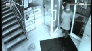 Воровал резиновые коврики под прицелом камер(NK-TV (http://nk-tv.net), 2013-01-31T09:20:19.000Z)