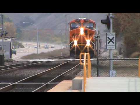 Must See!!! Fast moving Amtrak 566 and the BNSF executive special meet in Sorrento Valley!!!