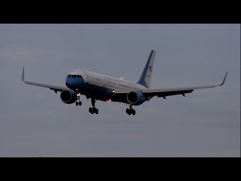 Air Force Two Boeing 757 Landing Oakland Airport | 98-0001 | HD Video