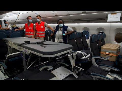 شاهد: نقلُ 8 مرضى بولينيزيين فرنسيين جواً من تاهيتي إلى باريس…  - نشر قبل 10 ساعة
