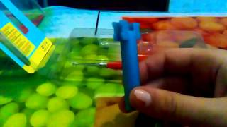 Распаковка железного крючка для плетени из резинок