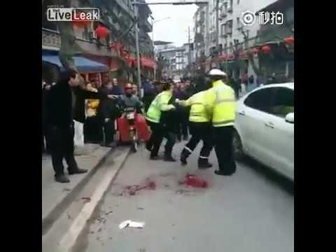 【閲覧注意】警察官が犯人にナイフで刺されながらも格闘の末に逮捕