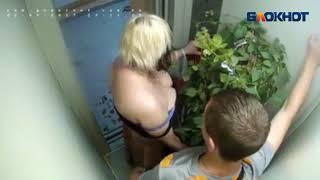 Сексуально озабоченная парочка в лифте в Волжском