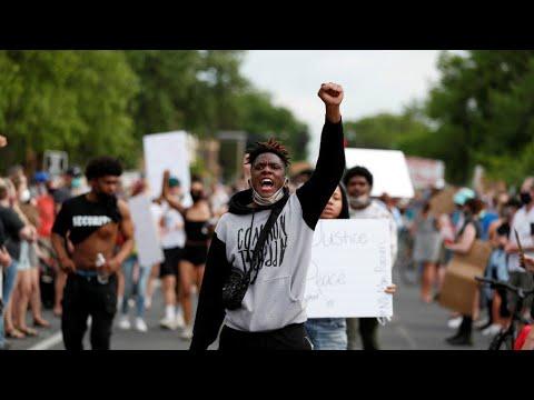 ريبورتاج: مئات المتظاهرين في مدينة مينيابوليس الأمريكية للتنديد بالعنصرية بعد مقتل جورج فلويد  - 21:59-2020 / 5 / 31