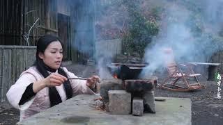 【南方小蓉】漂亮姑娘獨居大山,天氣越來越寒冷,小院生火煮茶取暖禦寒