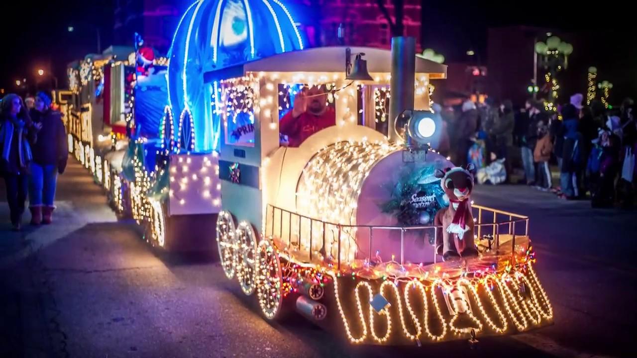 Oskaloosa\'s Lighted Christmas Parade & Festival - YouTube