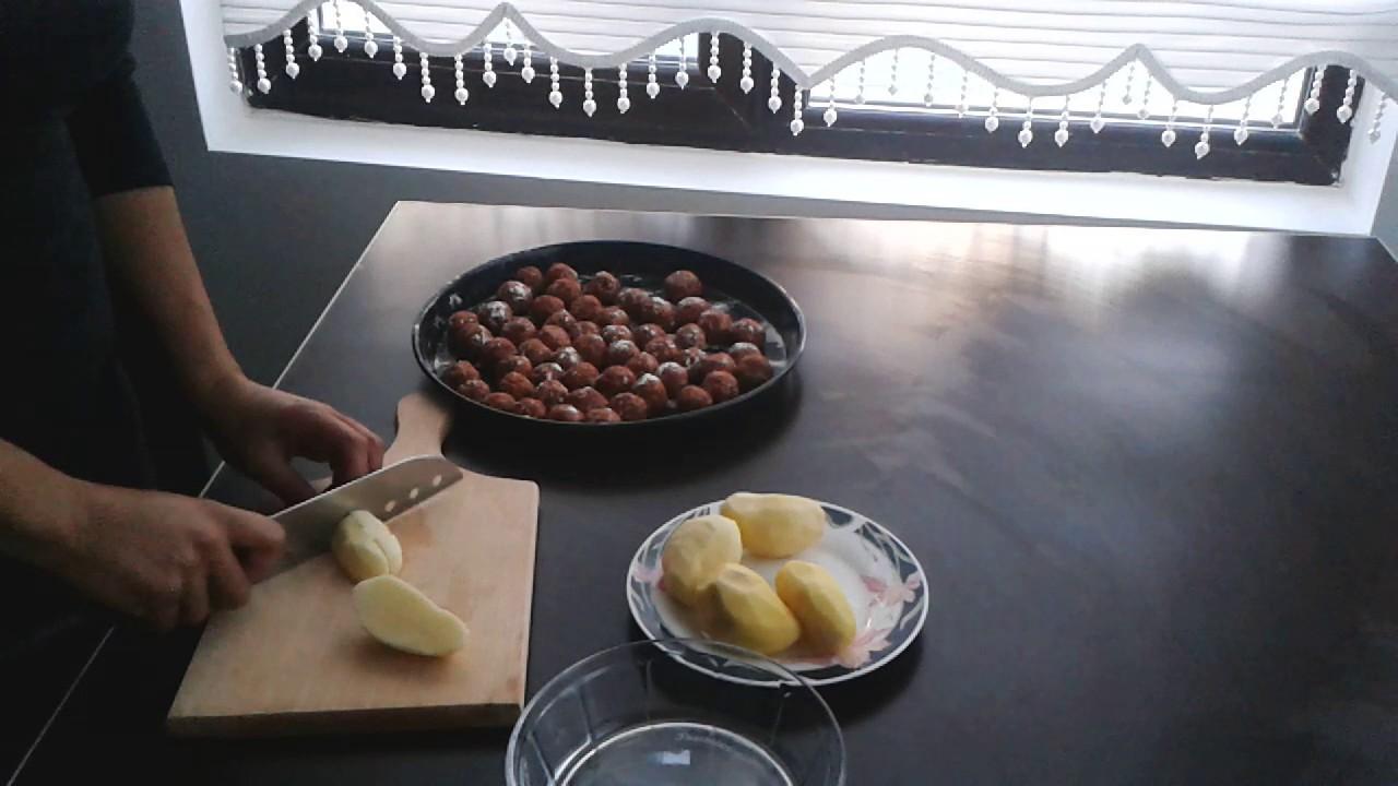 Tencerede Köfte Patates ve Sehriyeli Tereyagli Bulgur Pilavi Tarifi (Aksam Yemegi Önerisi)