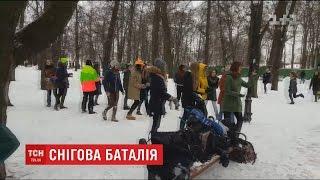 У Маріїнському парку студенти влаштували снігову перестрілку