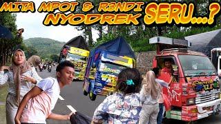 Download lagu Serunya Rend1 & Mita Mpot Nyodrek Pinggir JaLan...