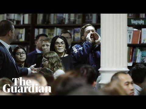 Howard Schultz called 'billionaire elite' by heckler in New York Mp3