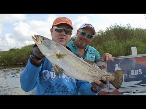 Southwest Outdoors Report #14 Calcasieu Lake, Louisiana Speckled Trout Fishing - 2013