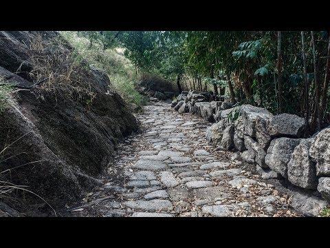 Por el GR-12  entre Monsanto e Idanha-a-Velha
