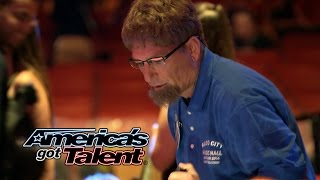 Howie Mandel Pranks the Audience At Radio City Music Hall – America's Got Talent 2014