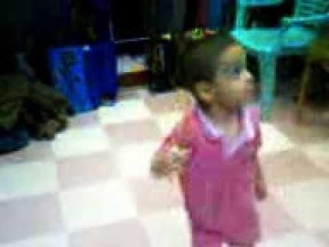 طفل سوهاجى يرقص شعبى thumbnail