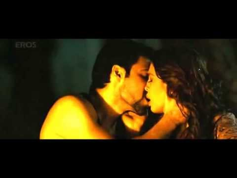 Huma Qureshi kiss scene with Emraan hashmi...