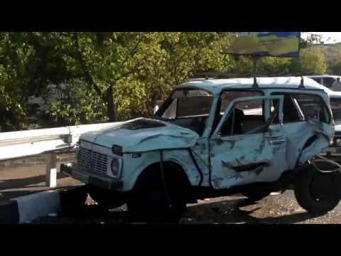 ДТП в Изюме: автобус с детьми влетел в опору моста 25,09,2017