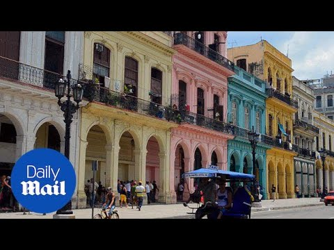 Tourists flock to the beautiful pastel buildings of Havana - Daily Mail