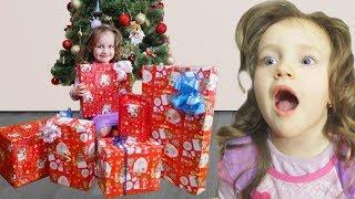 Что мне подарили на Новый год / Распаковка подарков 2018 / Видео для детей