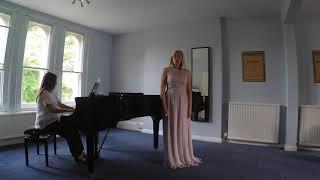 Mae Hiraeth yn y mor - Dilys Elwyn-Edwards