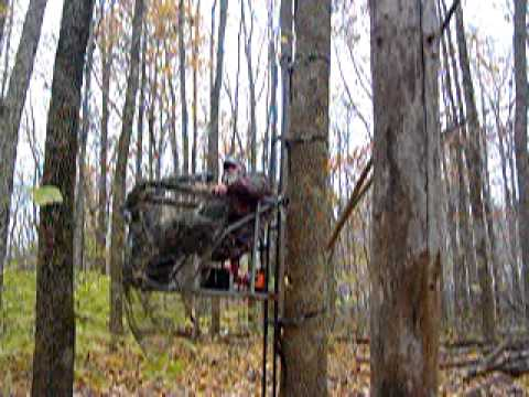 Eddie Boys All Terrain Trax Deer Stand With Lift Doovi