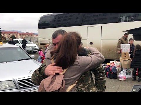 В Нагорный Карабах из Армении за сутки вернулись еще почти 1200 человек.
