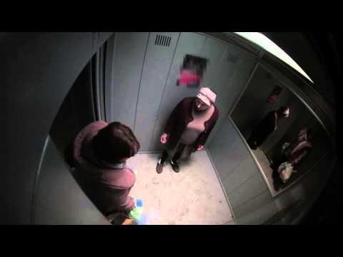 2 девушки описали лифт