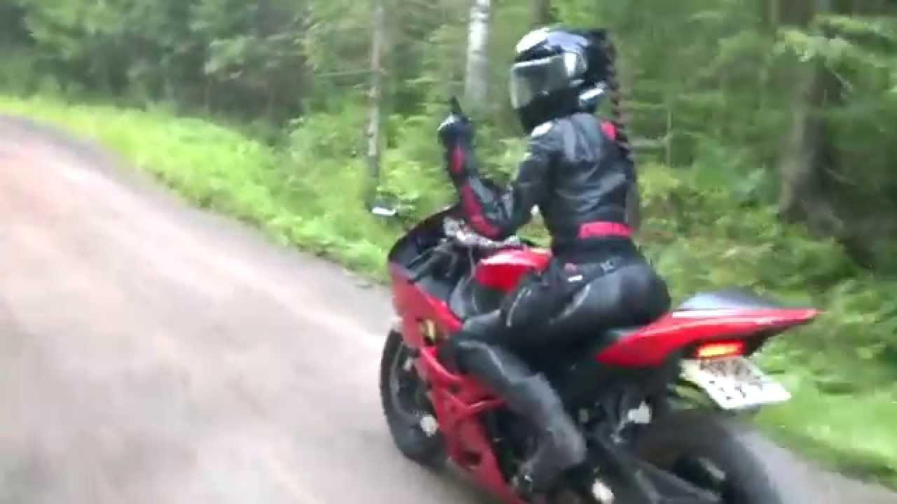 картинка девушка на мотоцикле