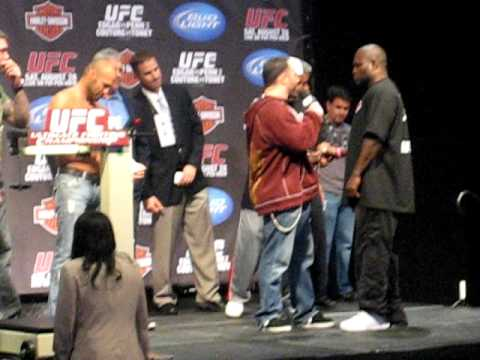 UFC 118 Weigh-Ins: Couture and Toney Staredown