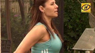 Эффективные упражнения для упругости спины, ягодиц (эспандер )(Фитнес-тренер расскажет о том, как подтянуть ягодицы, сделать упругой свою спину с помощю эспандера., 2014-09-17T07:37:19.000Z)