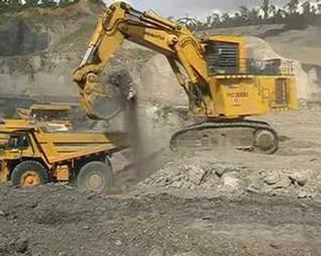 Giant Komatsu Excavator Pc Working In Indonesia