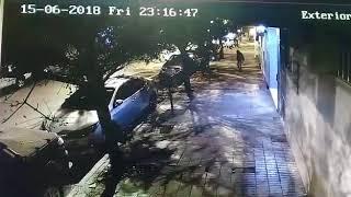 Asi robaron un auto en el centro de Neuquén