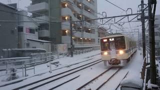 大雪の日に小田急8000型