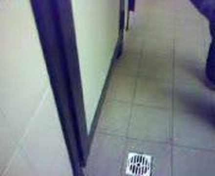 pazze nel bagno della scuola - YouTube