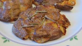 Запеченная картошка с крупной солью и розмарином