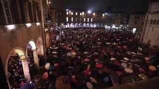 Modena, così piazza Grande si riempie di 'sardine': il video in timelapse