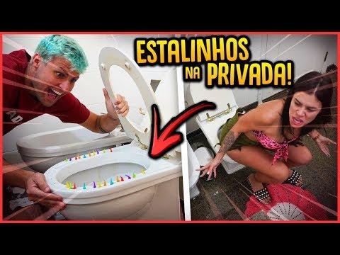 COLOQUEI ESTALINHOS NA PRIVADA DAS MENINAS DA CASA!! - TROLLANDO AMIGAS [ REZENDE EVIL ]