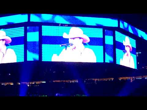 Jason Aldean at the 2010 Houston Rodeo!