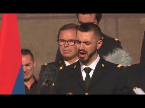 Песня на армянском языке во время церемонии прощания с Шарлем Азнавуром во Франции