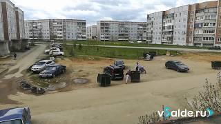 Ветер против мусорных контейнеров. Верхняя Салда, 22.05.2018