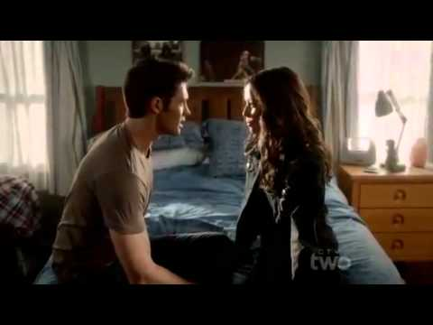 The Vampire Diaries 3x04 - Jeremy Sees Anna & Bonnie Returns