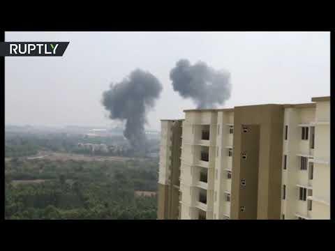 لحظة اصطدام طائرتين خلال استعراض جوي غربي الهند  - نشر قبل 2 ساعة