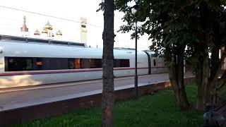 Скоростной поезд Сапсан полетел на Спб из Твери