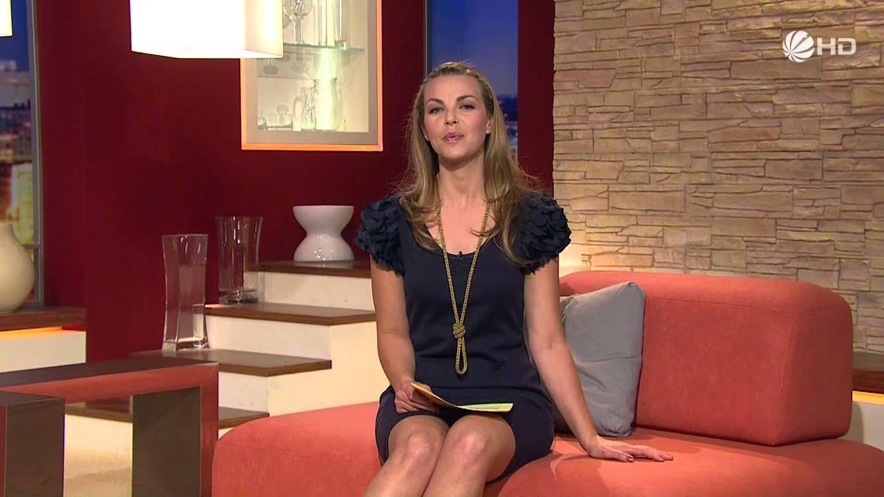 Annika Kipp in blue mini dress, kleid, heels, legs 13-04-2011