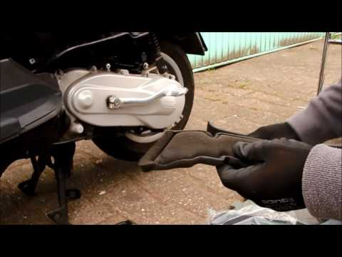 How to change the air filter on a VESPA LX 50