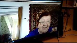 Бабушка читает внуку стихи по скайпу