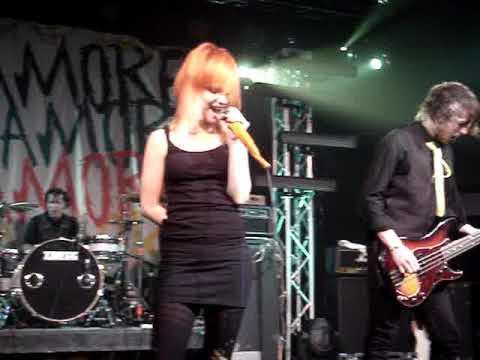 Paramore- Hallelujah (live)